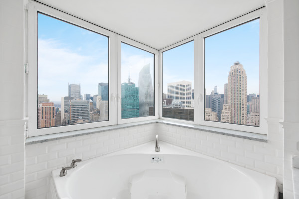 Beautiful Modern Bathtub with Views at 425 Fifth Avenue
