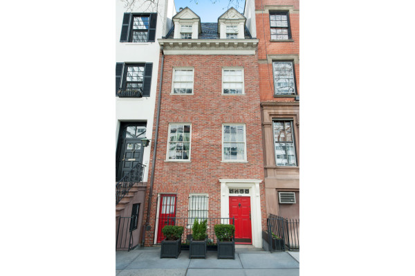 Townhouse Facade - Real Estate Photography by Duplex